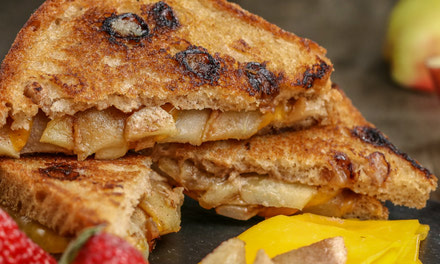 Apple Cinnamon Grilled Cheese